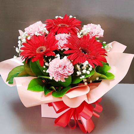 RBX327 Gerbera and Carnation Box