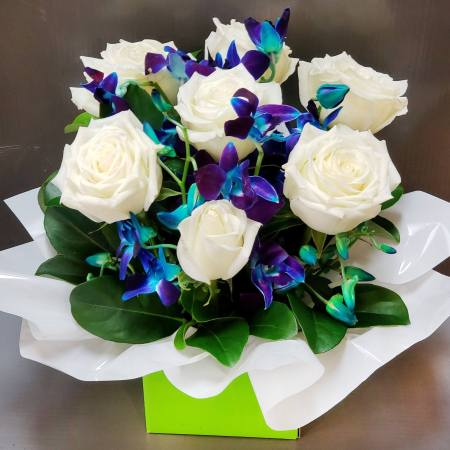 RBX371 White Roses Box