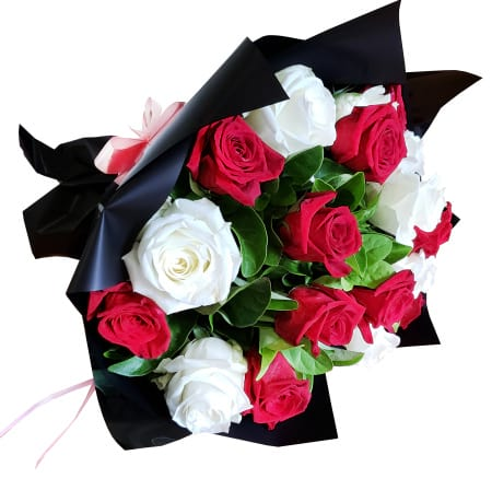 RBT239 Red and White Roses Bouquet