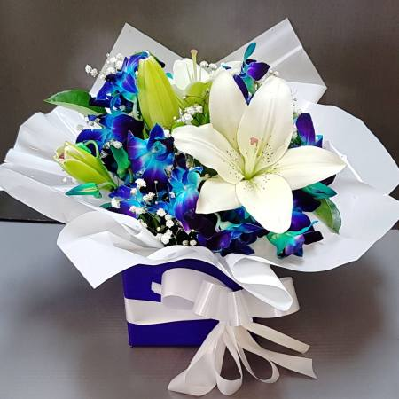 RBX328 White and blue lily box
