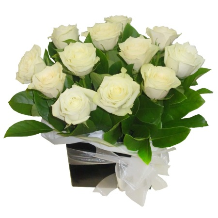 RBX301 12 White Roses Box