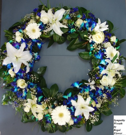 RSM151 White and blue wreath, 47cm